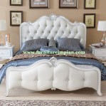 Kamar Tidur Putih Elegan