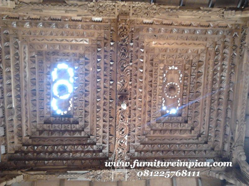 plafon mushola dari kayu jati