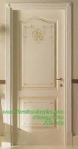 pintu rumah warna putih