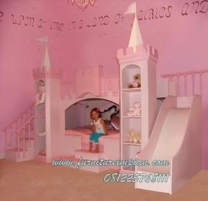 Impian tempat tidur anak perempuan princess