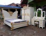 Set kamar tidur klasik mewah model kupu kupu jepara