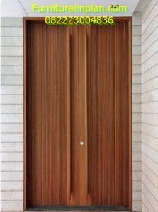 Daun pintu utama motif salur jati