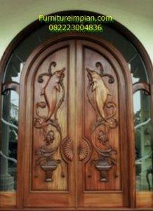 Pintu utama lengkung ukir motif dolphin